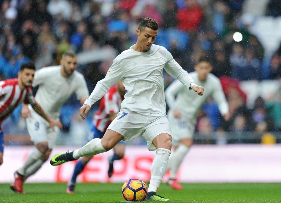 e2c2f395f nintchdbpict000284949994-e1480177612220 Ronaldo wearing ...